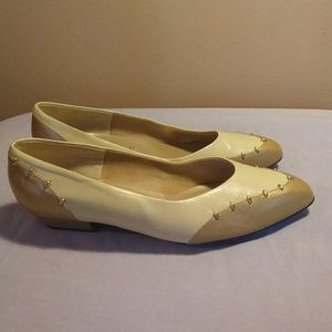 Selby 9.5 Tan Cream Leather Slip On Flats